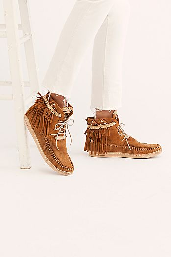 d7e5686d64af8 Fashionable Boots for Women