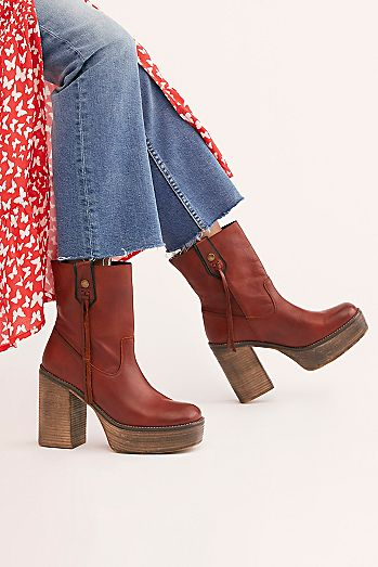 a58dc626b498 Fashionable Boots for Women