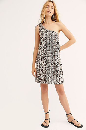 5d7eb1c5221 Going-Out   Date Night Dresses