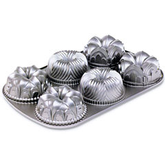 Nordic Ware Garland Bundt Pan