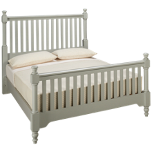 Vaughan-Bassett Cottage Queen Slat Bed