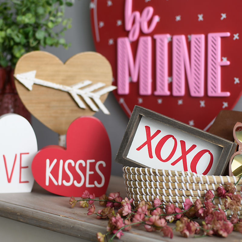 Valentine's Day Decor 25% Off with code: COZY