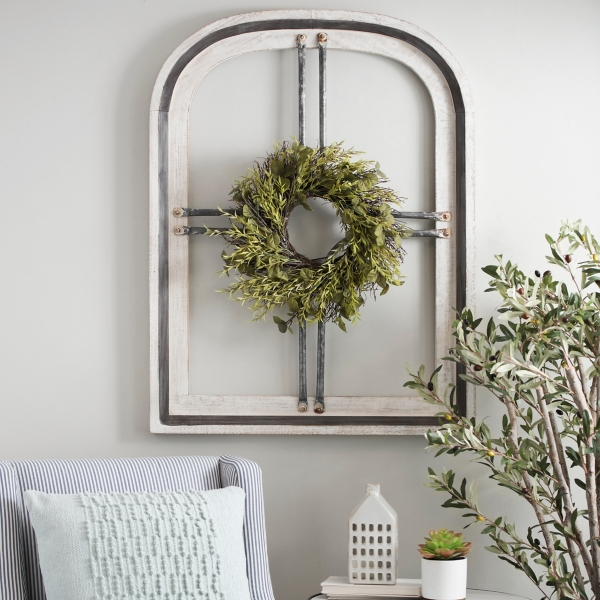 White Cain Wood Arch with Wreath