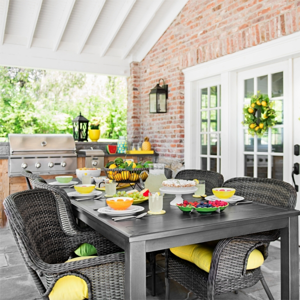New outdoor dining tableet