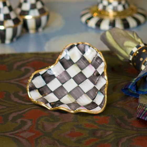 Courtly Check Fluted Heart Plate image three