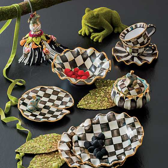 Courtly Check Fluted Breakfast Bowl image seven