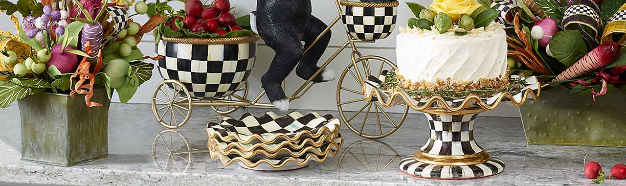 Courtly Check Fluted Cake Stand Banner Image