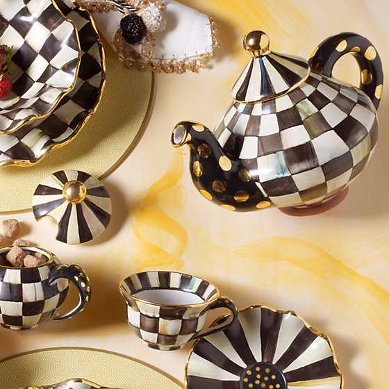 Courtly Check Teapot image two