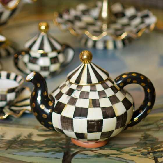 Courtly Check Teapot image six