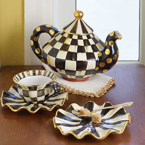 Courtly Check Teapot image seven
