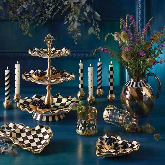 Courtly Check Three Tier Sweet Stand image nine