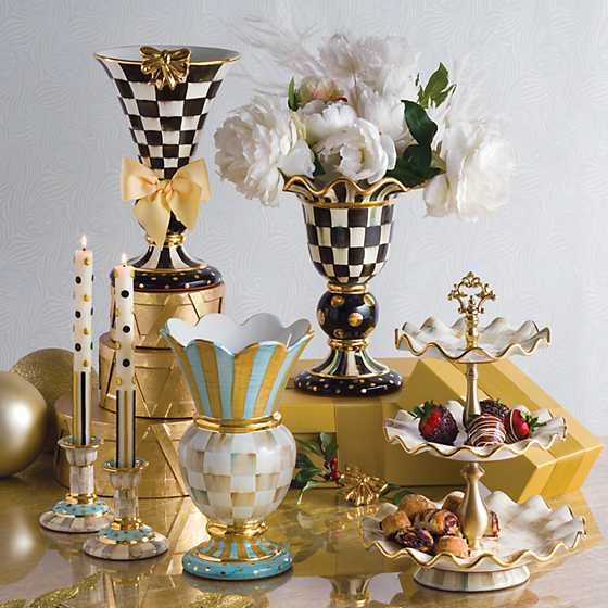 Parchment Check Three Tier Sweet Stand image nine