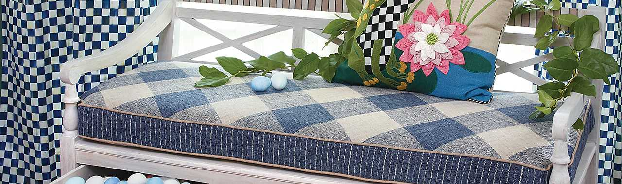Carriage House Bench - Lake Banner Image