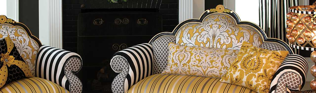Queen Bee Loveseat Banner Image