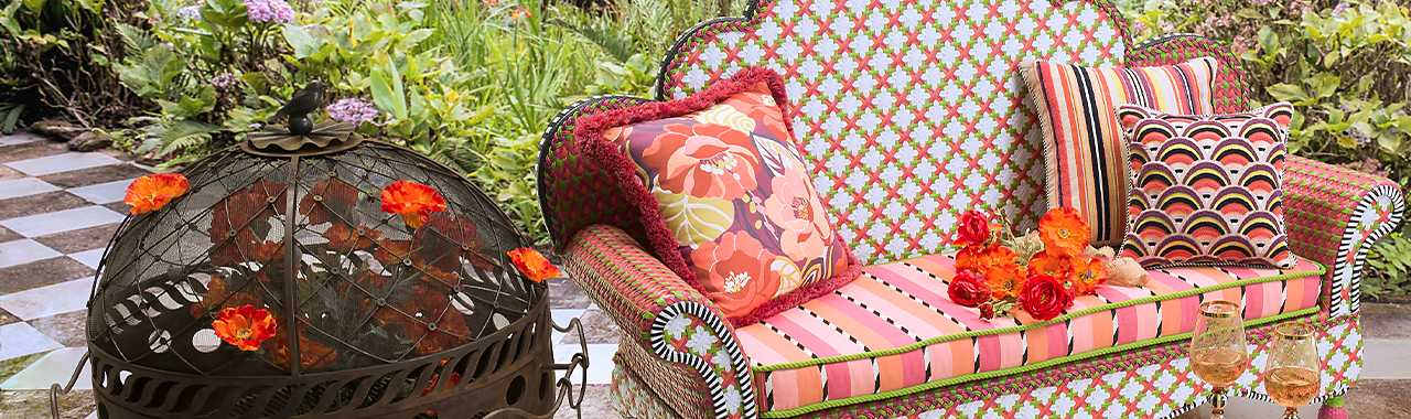 Breezy Poppy Outdoor Loveseat Banner Image
