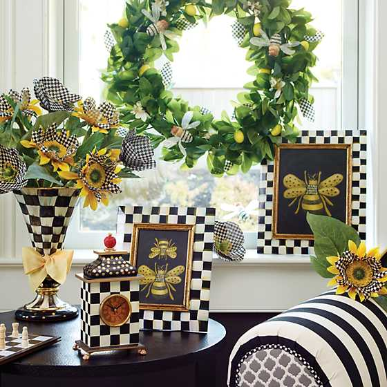 Queen Bee Lemon Wreath