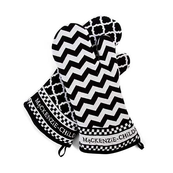 Black & White Zig Zag Oven Mitts - Set of 2 image four