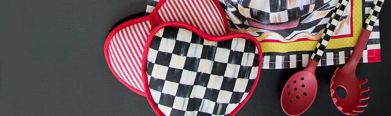 Courtly Check Heart Pot Holder Banner Image