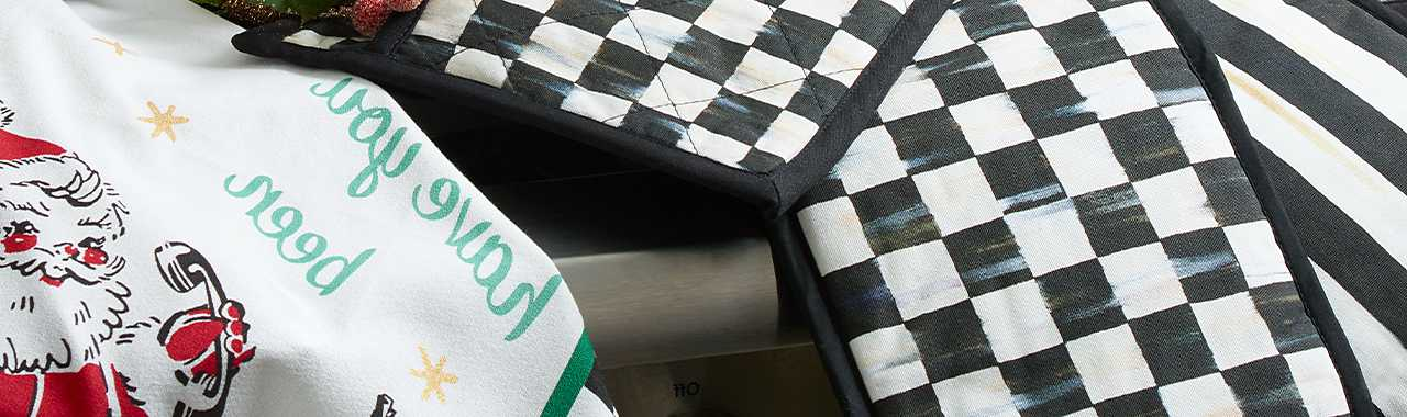 Courtly Check Bistro Pot Holder Banner Image