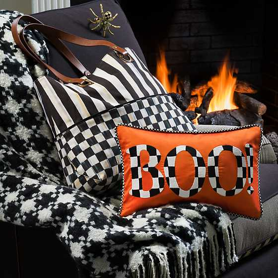 Houndstooth Throw - Black & Ivory image two