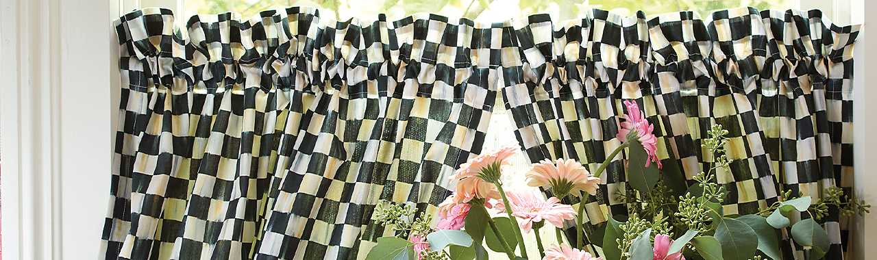 Courtly Check Cafe Curtains - Set of 2 Banner Image