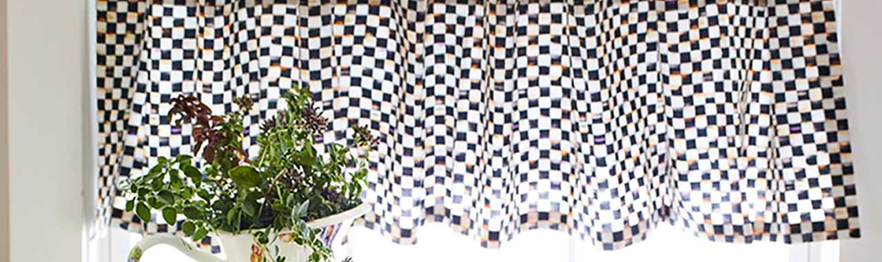 Courtly Check Tab Top Cafe Valance Banner Image