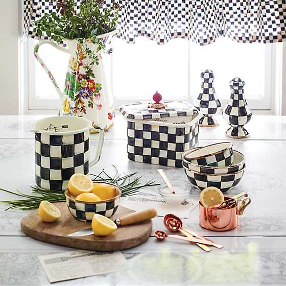 Courtly Check Cafe Valance image seven
