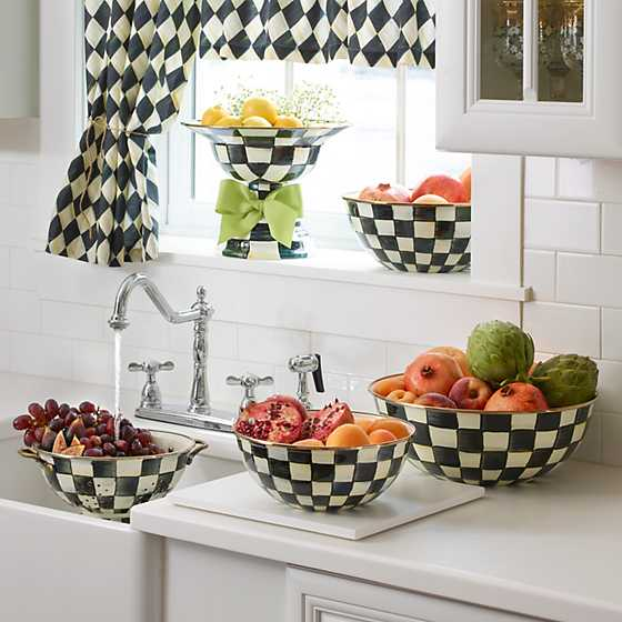 Courtly Harlequin Cafe Valance image two