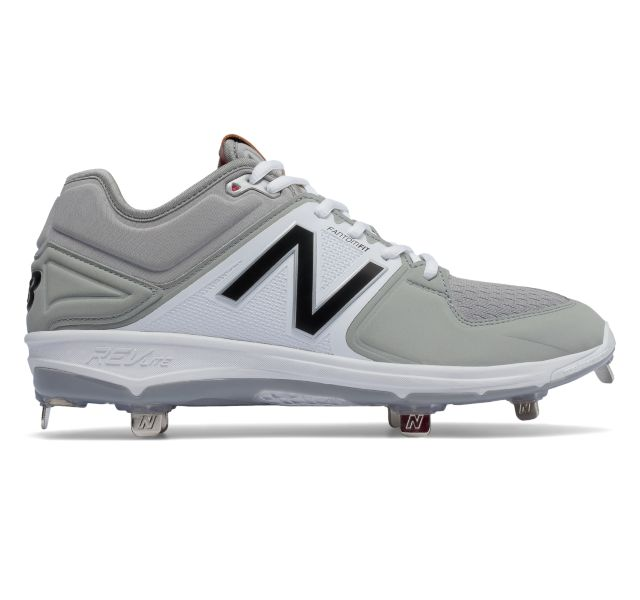 Low-Cut 3000v3 Metal Baseball Cleat
