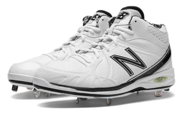Mens Baseball 3000 Mid Cut Cleat