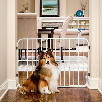 Carlson Pet Tuffy Expandable Gate w/Pet Door