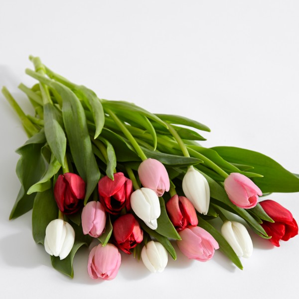 15 Sweetheart Tulips with Glass Ginger Vase and Chocolates - Image 2 Of 3