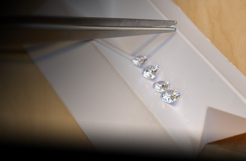 View Diamond Under What Light When Buying