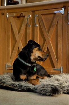 Hide Shaped Faux Fur Dog Bed