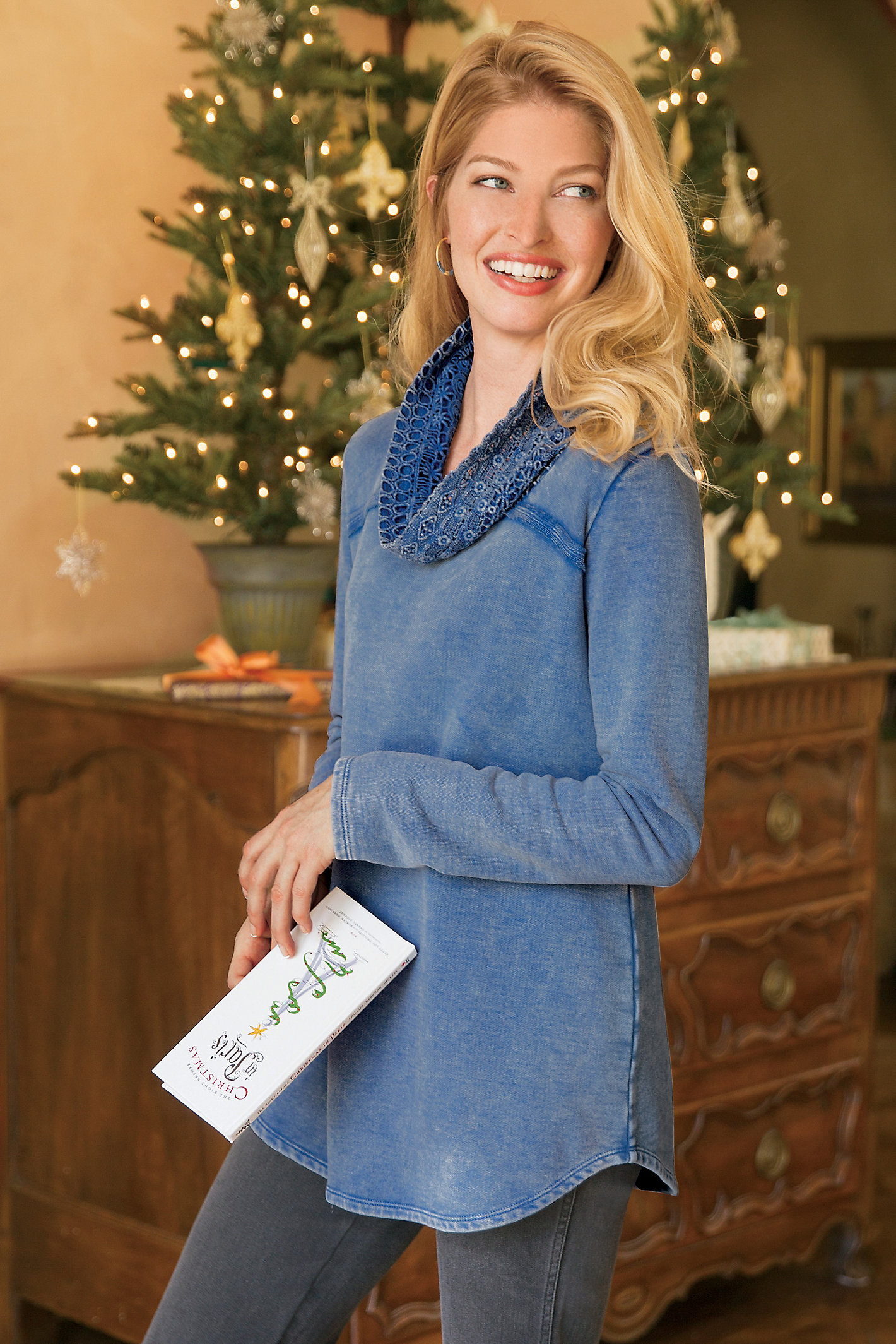 WOMEN LACE COWL PULLOVER