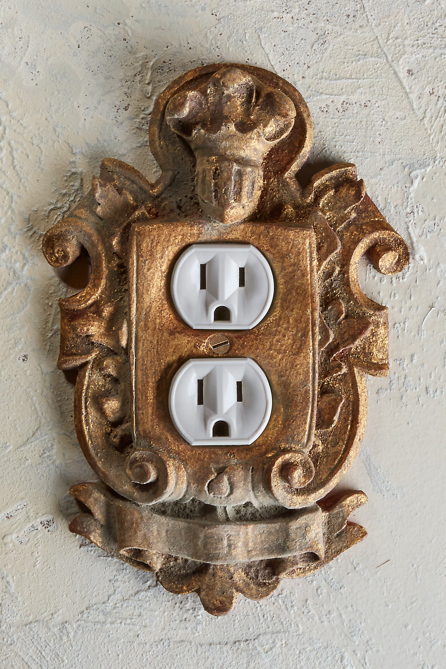Chevalier Outlet Cover
