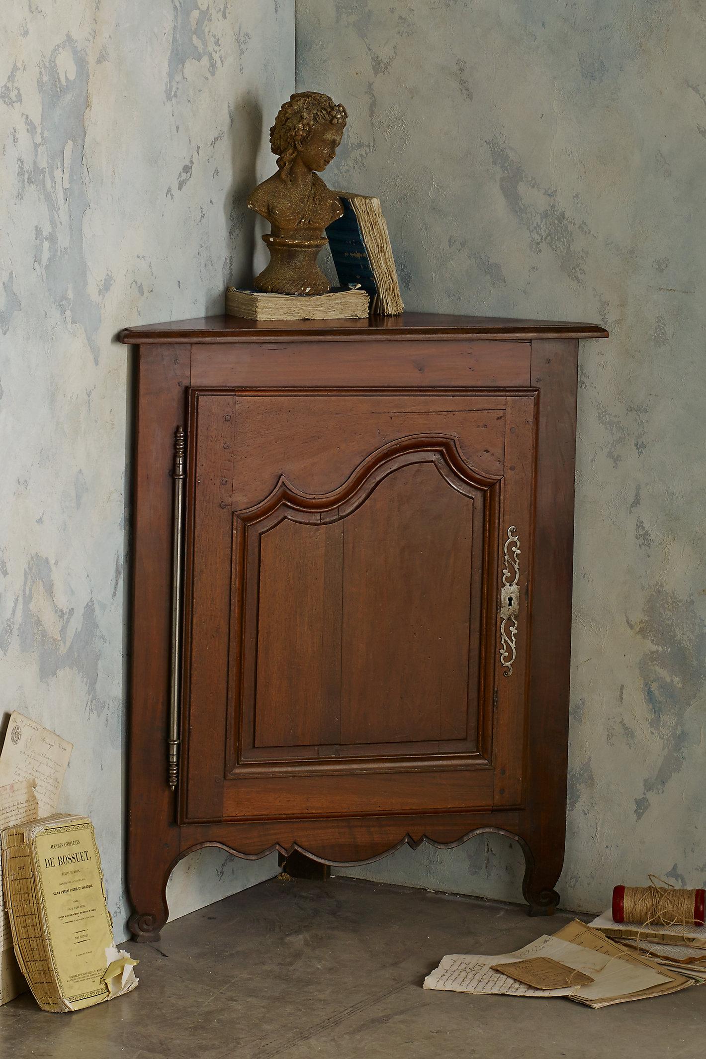 Relais Corner Cabinet