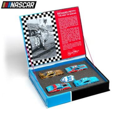 1:64-Scale Richard Petty Diecast Car Set With Keychain by