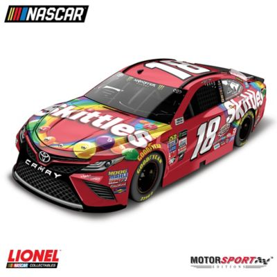 1:24-Scale Kyle Busch No. 18 Skittles 2017 Diecast Car by
