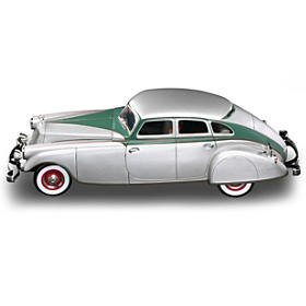 1:18-Scale 1933 Pierce-Arrow Silver Arrow Diecast Car