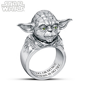 STAR WARS Sculpted Yoda Ring With Green Crystal Eyes