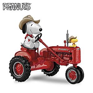 """PEANUTS Snoopy """"Joe Farmer"""" Farmall Tractor Figurine"""