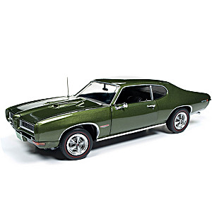 """American Muscle"" 1:18-Scale 1968 Pontiac GTO HT Diecast Car"