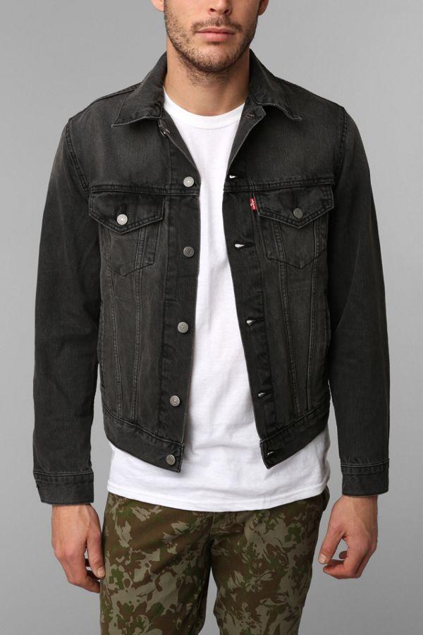 5d0555c35fa2f Levi's Washed Black Denim Trucker Jacket | Urban Outfitters
