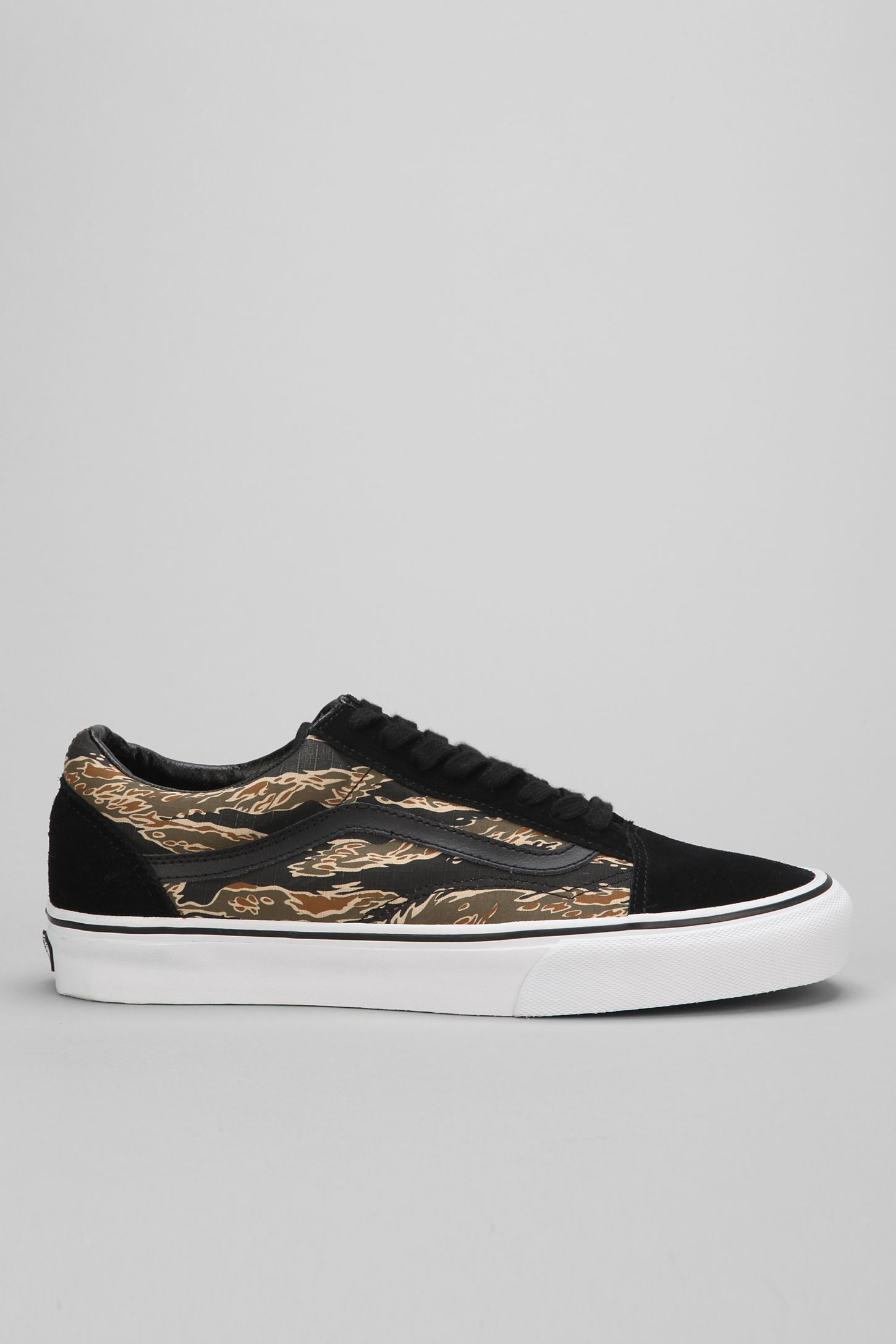 2f65b8980e Vans Old Skool Suede Tiger Camo Men s Sneaker