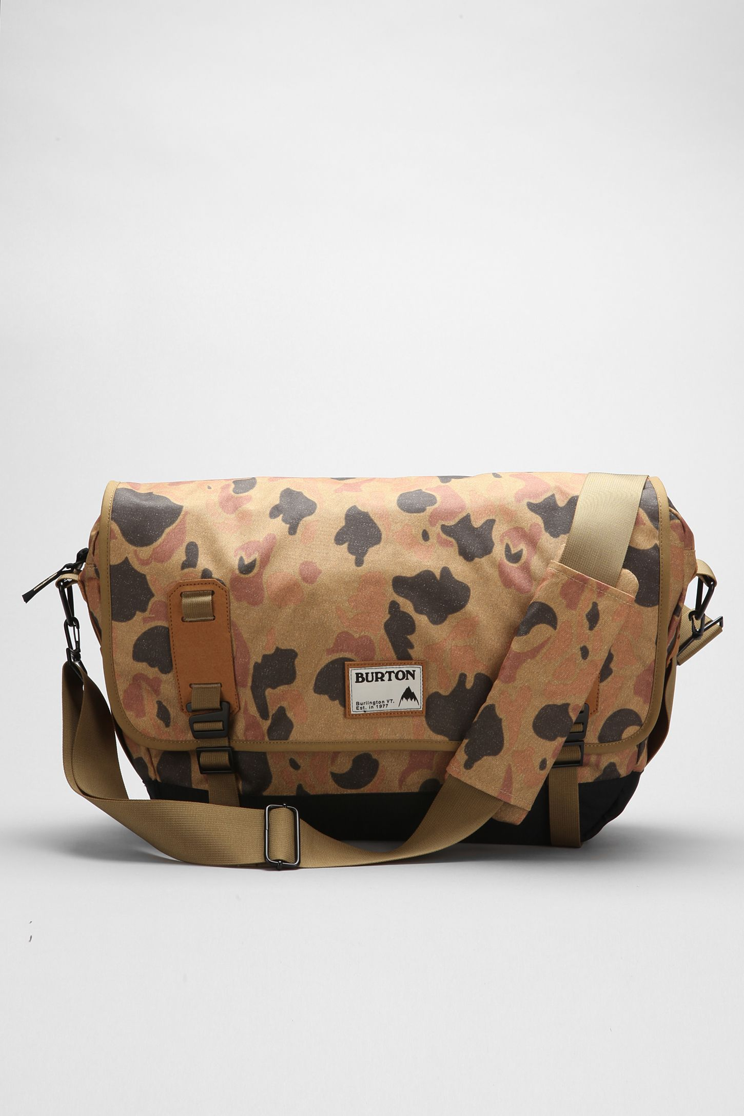a504612ac2df2 Burton Flint Messenger Bag