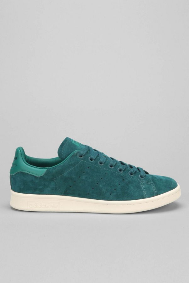 classic fit d27b1 0040d adidas Originals Stan Smith Suede Sneaker   Urban Outfitters