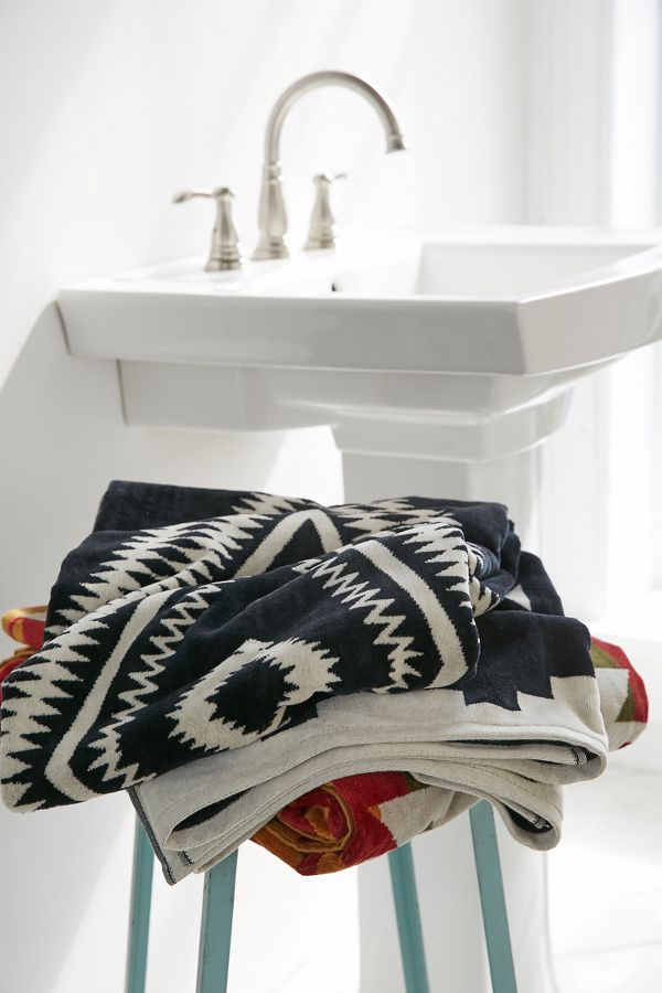 Slide View: 3: Pendleton Los Ojos Oversized Jacquard Beach Towel