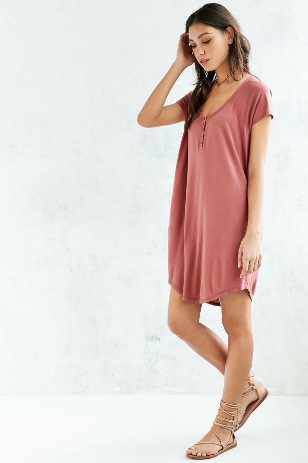 fc3ae2b0eed9 Truly Madly Deeply Henley T-Shirt Dress   Urban Outfitters Canada