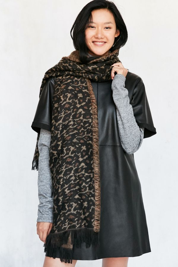 1b85f6e69bfa7 Leopard Blanket Scarf | Urban Outfitters